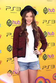 Hailee Steinfeld looked youthful on the red carpet in a cropped red and black tweed jacket.