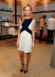 Kate Bosworth teamed her dress with elegant black ankle-tie pumps with scalloped edges.