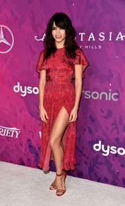 Jenna Dewan-Tatum matched her dress with a pair of red ankle-strap sandals by Tamara Mellon.