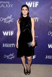 Alexandra Daddario topped off her ensemble with a gunmetal-gray satin clutch by Armani.