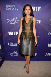 Minnie Driver continued the metallic theme with a pair of silver Casadei pumps.