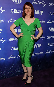 Kate Flannery stood out in this bright Kelly green knit dress for the pre-Emmy event.
