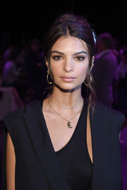 Emily Ratajkowski channeled the '60s with this big loose bun at the Vera Wang fashion show.