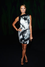 Stacy looked artsy yet sleek in this print dress at the Vera Wang Spring 2013 show.