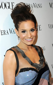 American Idol judge Kara DioGuardi sported a very elegant looking up-so which was pinned to perfection.