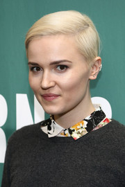 Veronica Roth sported a neat short 'do at the 'Insurgent' movie tie-in event.