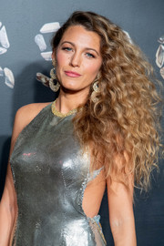 Blake Lively wore her long hair down in luxuriant curls at the Versace Pre-Fall 2019 show.