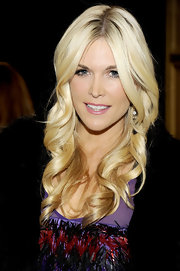 Tinsley Mortimer wore a soft, shiny mauve-pink lipstick at the Versace for H&M fashion event.