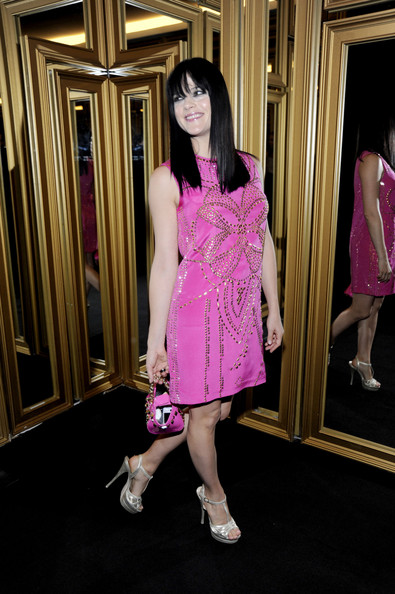 Selma Blair accessorized her hot pink dress with a matching studded chain strap purse.