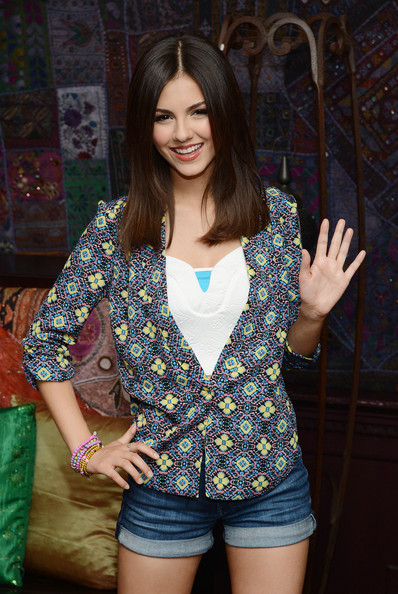 Victoria Justice Beaded Bracelet [clothing,beauty,lady,thigh,outerwear,fashion,leg,photo shoot,shorts,long hair,victoria justice,big time rush press conference,west hollywood,california,big time rush,house of blues,tour announcement,tour announcement,press conference]