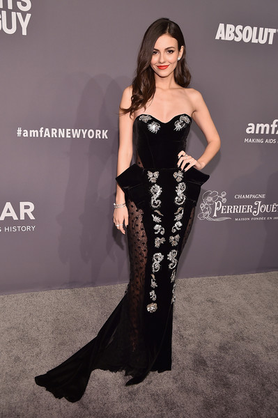 Victoria Justice Strapless Dress [clothing,dress,fashion model,shoulder,strapless dress,fashion,gown,leg,long hair,haute couture,arrivals,victoria justice,new york city,cipriani wall street,amfar new york]