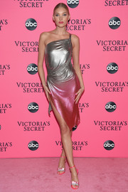 Elsa Hosk coordinated her dress with a pair of pink and silver bow sandals.