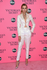 Stella Maxwell complemented her suit with a pair of iridescent pumps by Casadei.