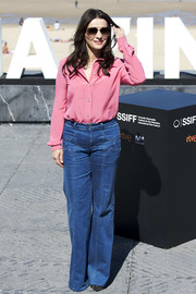 Juliette Binoche gave us '70s vibes with her flare jeans.