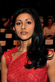 Reshma Shetty completed her look with a side-swept 'do for the Vivienne Tam Fall 2011 fashion show.