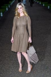 Alice Eve paired her dress with classic tan T-strap sandals.