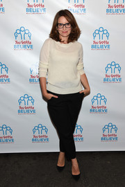 Tina Fey completed her casual attire with a pair of cropped black slacks.