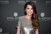 Allison Williams wore her luxuriant waves swept to the side when she attended the Voices of Solidarity 2016.