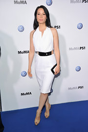 Lucy Liu accented her white sheath with a refined two-toned box clutch.