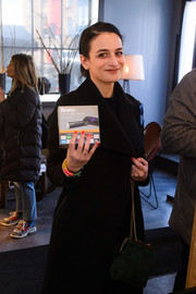 Jenny Slate attended the Vulture Spot during Sundance carrying a dark green bag with a gold chain strap.