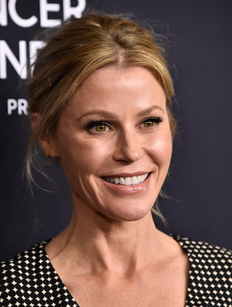 More Pics of Julie Bowen Loose Ponytail (1 of 8) - Julie Bowen Lookbook - StyleBistro [hair,face,hairstyle,eyebrow,facial expression,blond,chin,lip,skin,head,arrivals,julie bowen,beverly hills,california,beverly wilshire four seasons hotel,wcrf,an unforgettable evening]