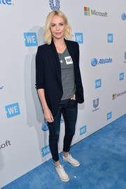 Charlize Theron continued the relaxed vibe with a pair of skinny jeans.