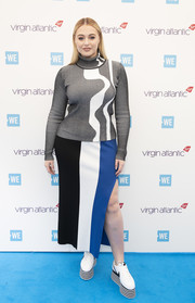 Iskra Lawrence stayed cozy in a gray and white turtleneck at WE Day UK 2019.