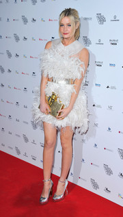 To show off her shape, Laura Whitmore cinched her feathered frock with the most glamorous of options—a metallic belt.