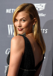 Karlie Kloss looked simply elegant with her straight side-parted style at the WSJ. Magazine 2016 Innovator Awards.