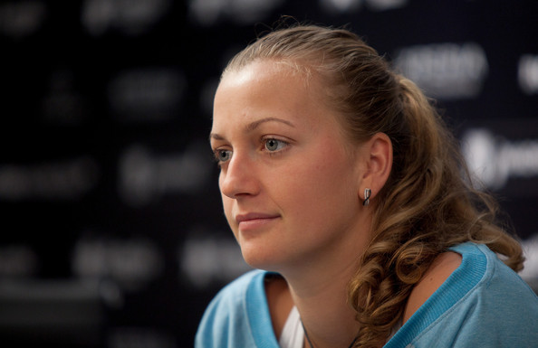 A curled ponytail suits Petra just perfectly.
