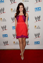 Ariel Winter stepped onto the red carpet in this two-tone strapless dress. We love the girly vibe!
