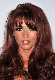 Amy Childs wore a vibrant shade of shimmering jade-green eyeliner with metallic gold highlights at the launch of Walker's What's That Flavour.