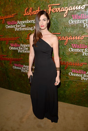 Paz Vega went for simple sophistication with this black Ferragamo one-shoulder gown at the Wallis Annenberg Center Inaugural Gala.