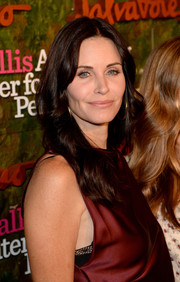 Courteney Cox Arquette stuck to her usual center-parted wavy 'do when she attended the Wallis Annenberg Center Inaugural Gala.