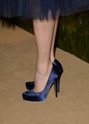 Amy Adams kept it classic with a pair of blue satin platform pumps by Ferragamo when she attended the Wallis Annenberg Center Inaugural Gala.