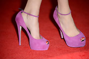 Michelle Williams added a pop of color to her Comic Con look with hot pink peep toe pumps.