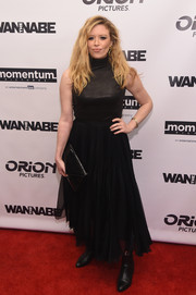 For her bag, Natasha Lyonne chose a black patent envelope clutch.