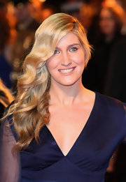 Francesca Hull attended the 'War Horse' premiere in London  with her hair styled in side-swept retro waves.