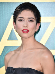 Sonoya Mizuno looked cool wearing this pixie at the premiere of 'Crazy Rich Asians.'