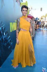 Ruby Rose flashed some skin in an asymmetrical yellow cutout gown by Prabal Gurung at the premiere of 'The Meg.'