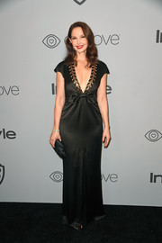 Ashley Judd looked ageless in a deep-V black gown by Temperley London at the Warner Bros. and InStyle Golden Globes after-party.
