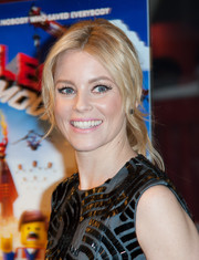Elizabeth Banks attended the screening of 'The Lego Movie' wearing a retro-glam loose ponytail with center-parted bangs.
