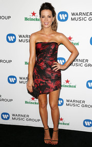 Kate Beckinsale showed off her fab body in a strapless abstract-print mini dress by Rubin Singer during Warner's Grammy celebration.