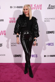 Gwen Stefani continued the shiny black motif with a pair of high-waisted skinnies.