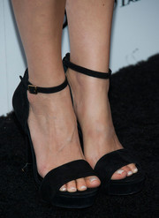 Ahna O'Reilly chose a pair of black suede platform sandals to complete her Who What Wear ensemble.