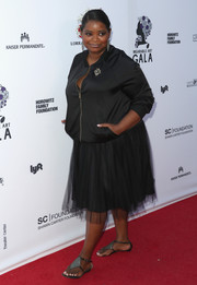 Octavia Spencer opted for flat thong sandals instead of heels to finish off her look.