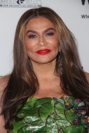 Tina Knowles sported a loose, center-parted hairstyle at the Wearable Art Gala.