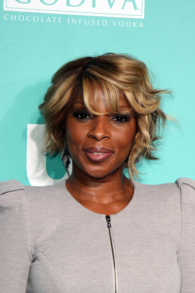 mary j blige hairstyles. Mary J. Blige attends US