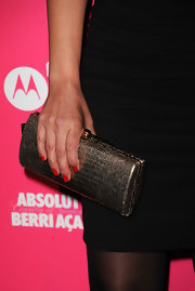 "Leah Remini paired her all black ensemble with a metallic snakeskin clutch that added an ""it"" factor to her look."
