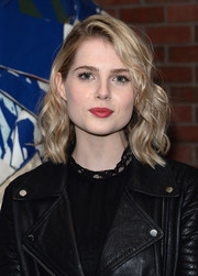Lucy Boynton looked beautiful with her mid-length waves at the premiere of 'Sing Street.'